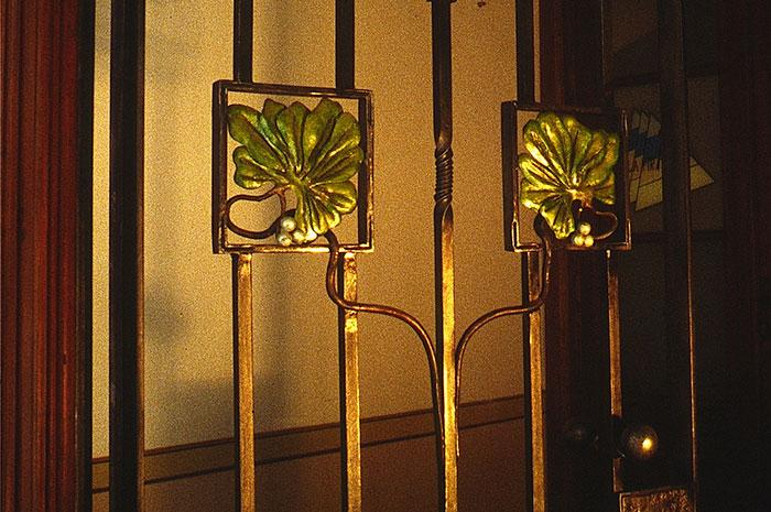 Porta in ferro battuto stile Liberty-0