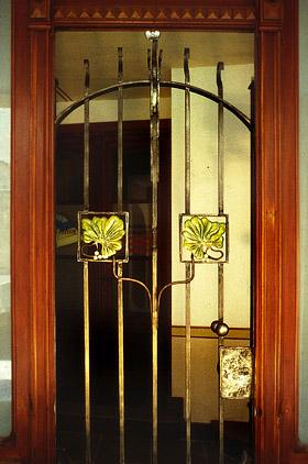 Porta in ferro battuto stile Liberty-1