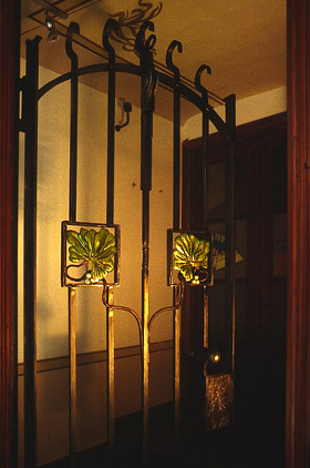 Porta in ferro battuto stile Liberty-2