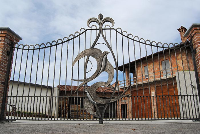 Cancello con rondini-0