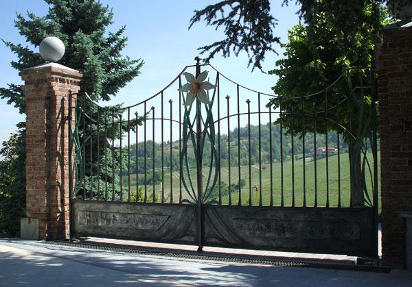 Cancello e cancellata con fiori-1