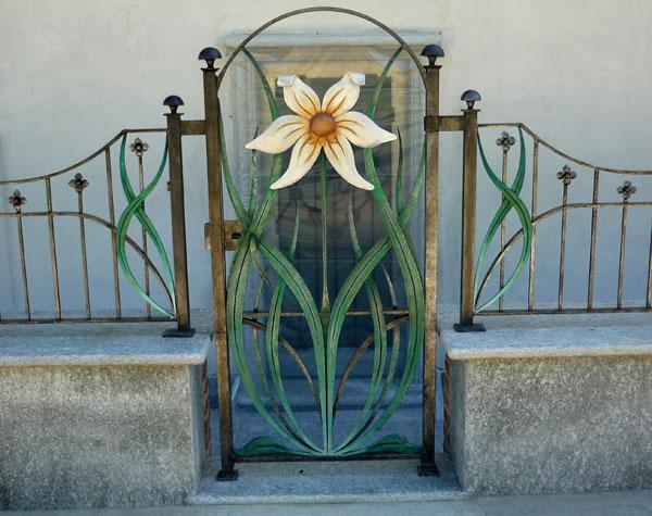 Cancello e cancellata con fiori-3