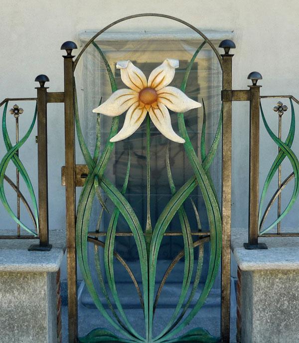 Cancello e cancellata con fiori-2