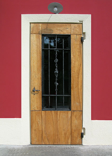 Porta in legno e ferro di Casa Carretta-0