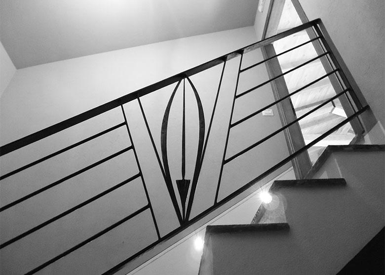 Scala e balcone con piuma-1