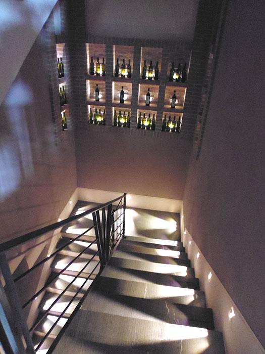 Scala e balcone con piuma-3