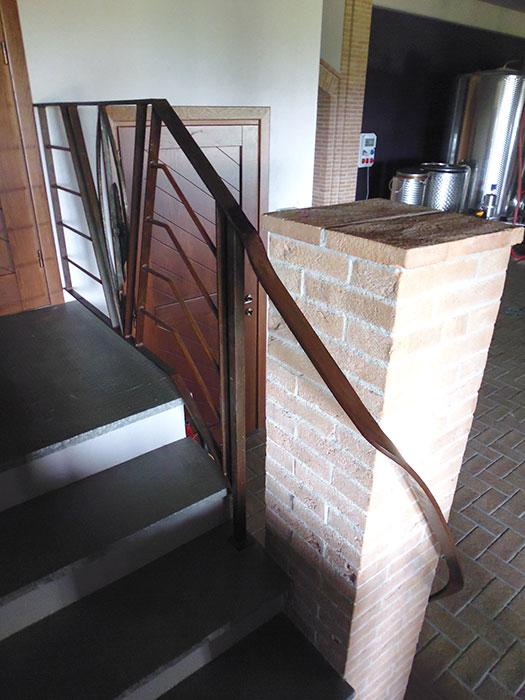 Scala e balcone con piuma-6