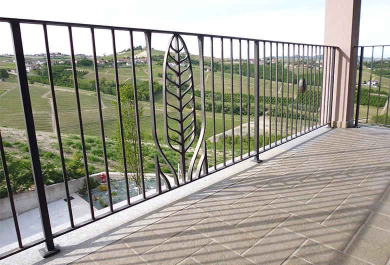 Scala e balcone con piuma-8