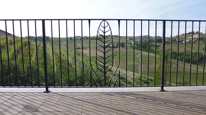 Scala e balcone con piuma-7