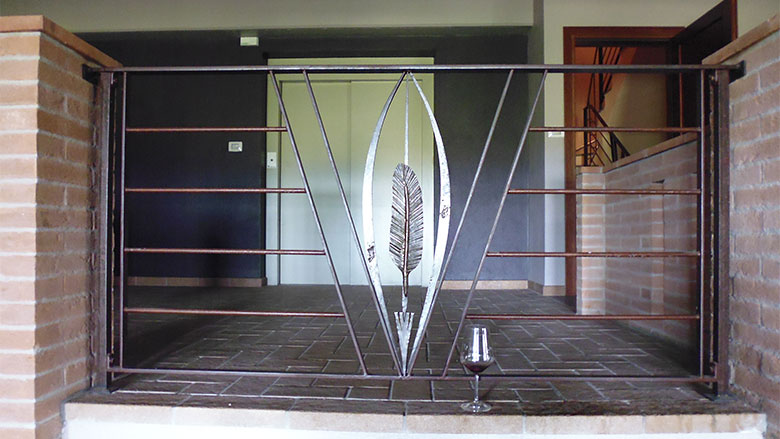Scala e balcone con piuma-4
